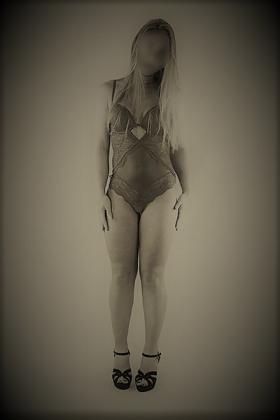 Slanke blondine Tessa